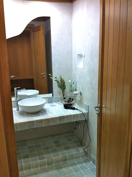 Bathroom with white marble tiles