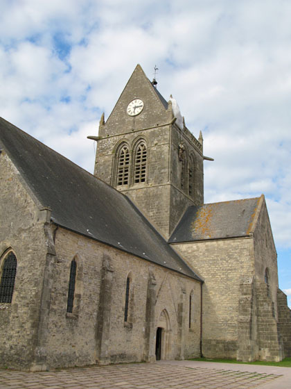 Sainte M�re �glise   The church and its parachute memorial portrayed in the movie The Longest Day
